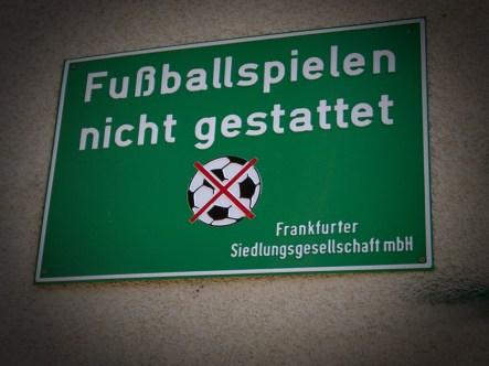 Fussballspielen nicht gestattet. Foto: Hufner