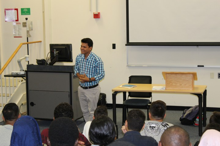 Ramesh speaks to CCI NOVA students