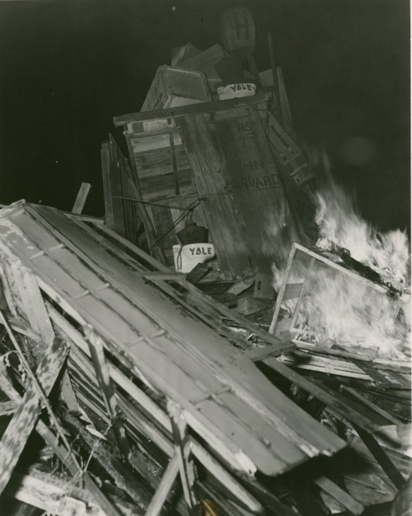 A closer look at the outhouse from the 1952 championship event.