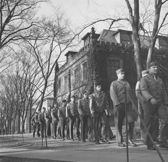 Soldiers_outside_Murray_ca1943_AC112_MP208_No._5495
