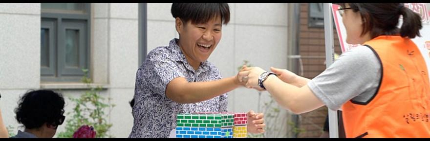 Still from Kangyu Garam's documentary Us, Day by Day (우리는 매일매일, 2019) II