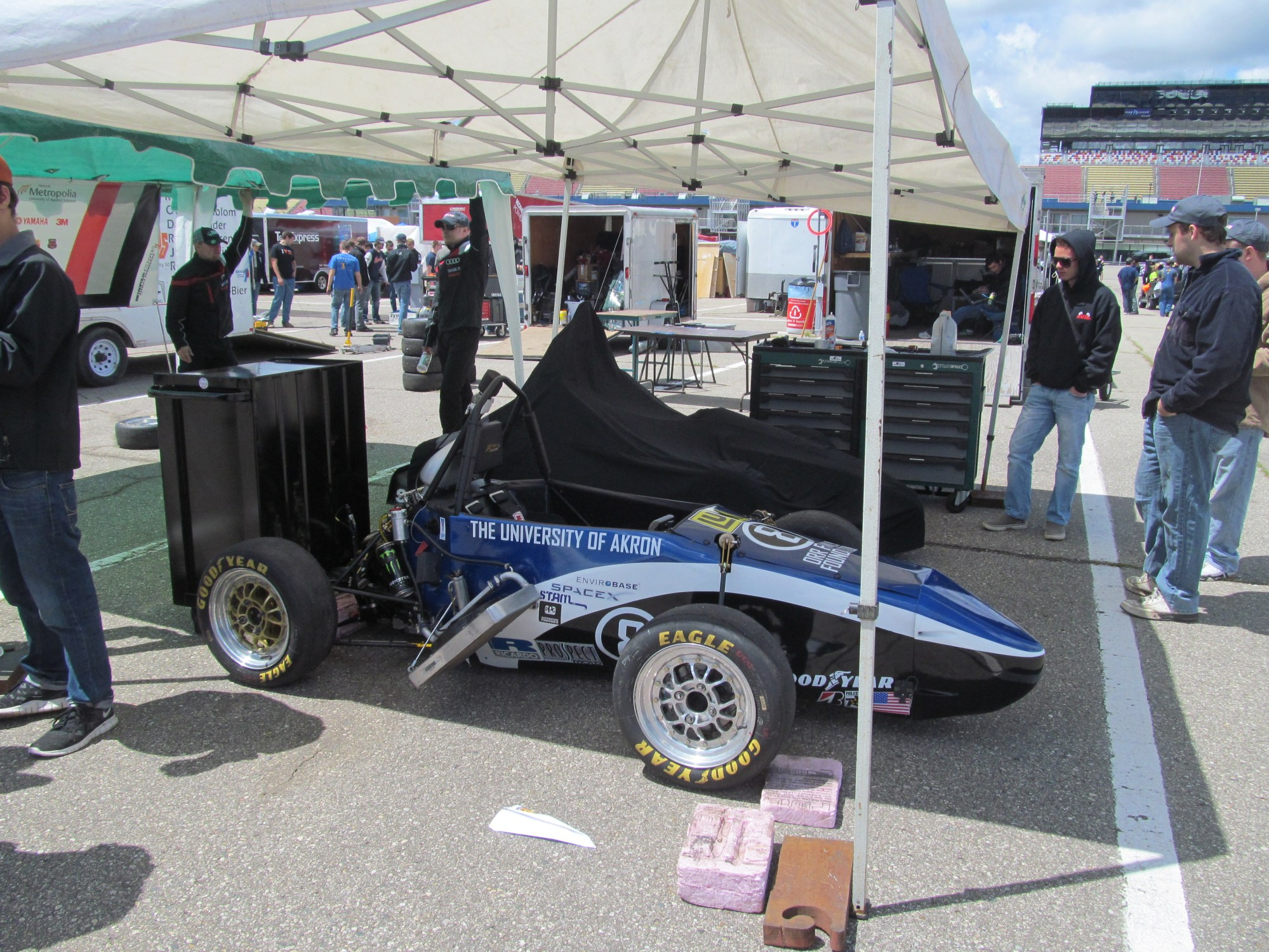 hight resolution of formula sae michigan engineering students at their best