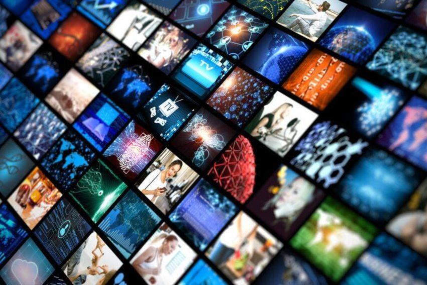 Viele kleine Videobilder nebeneinander.