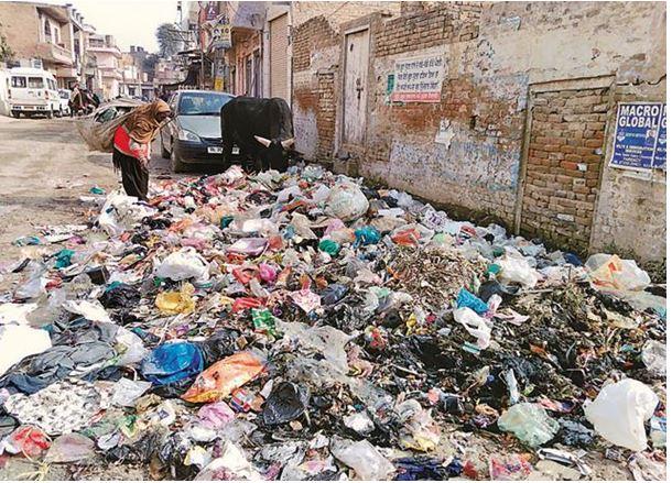 Garbage dumped in market-jaurian chakian, Kotkapura