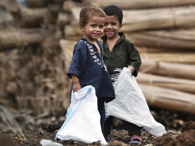 https://i0.wp.com/blogs.tribune.com.pk/wp-content/uploads/2011/08/7450-Povertypakchildrenreutersx-1313584862-833-640x480.jpg
