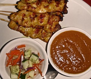 Satay with peanut sauce and syrupy cucumber dressing