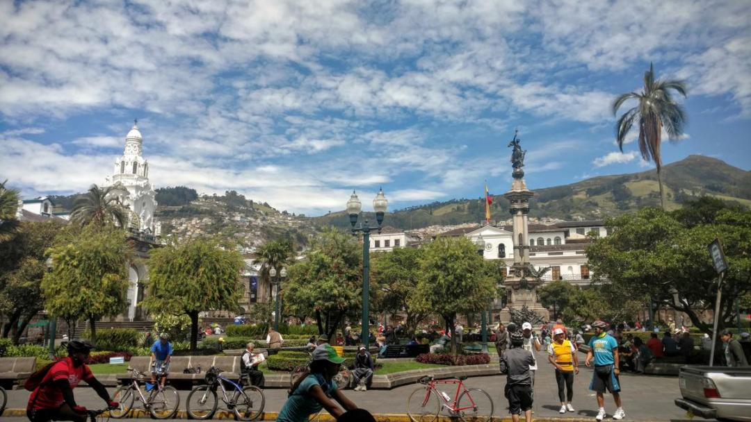 quito_-_people_cycling