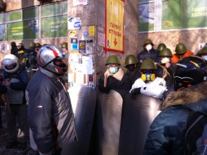 """Volunteer """"fighters"""" prepare to leave the Maidan for a mission. VOA Photo: James Brooke"""