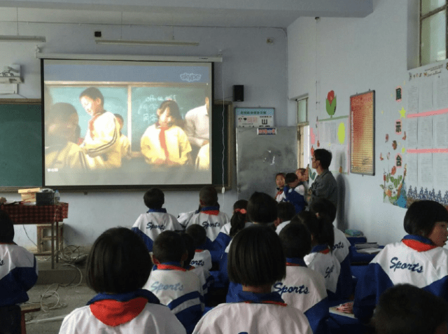 Students in China attend a live lecture using Mobiliya Edvelop. (Mobiliya)