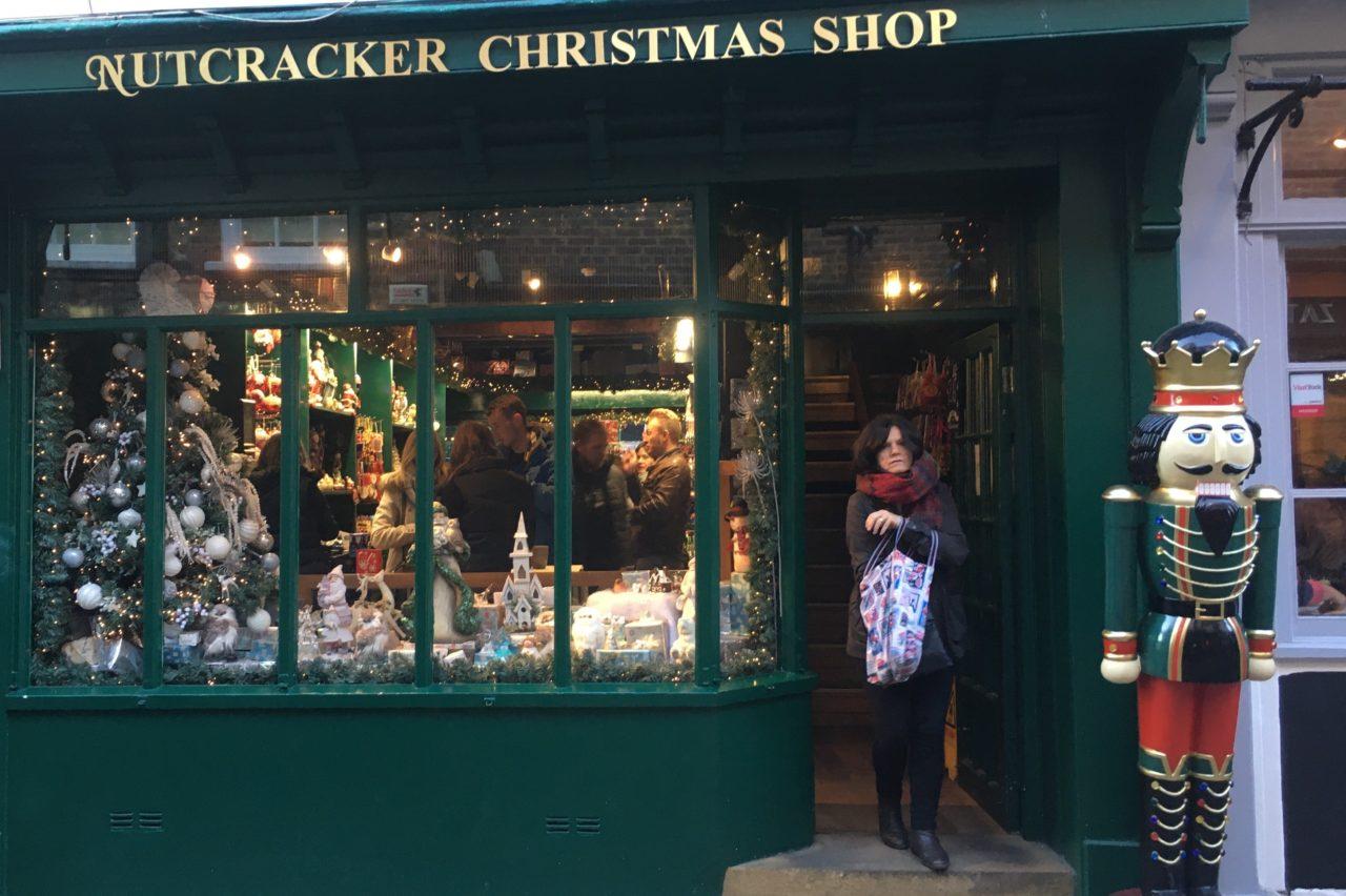 christmas shopps (2).jpg