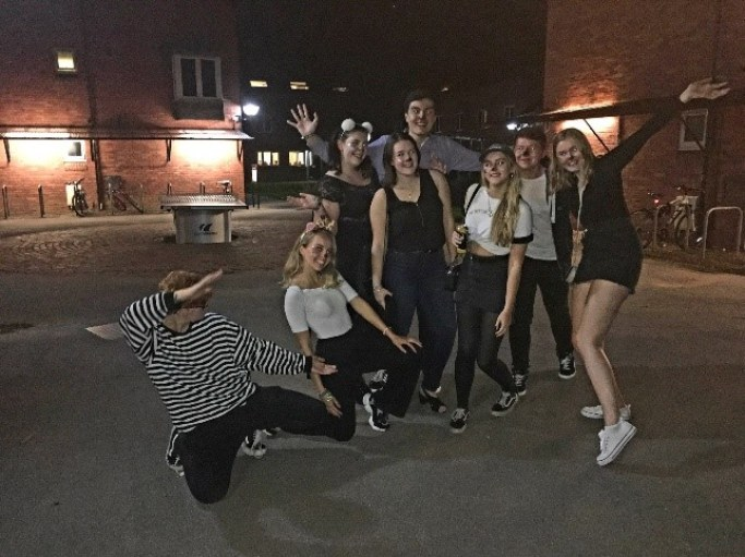 First Freshers Night Out with my housemates (Moving from London to York for University)