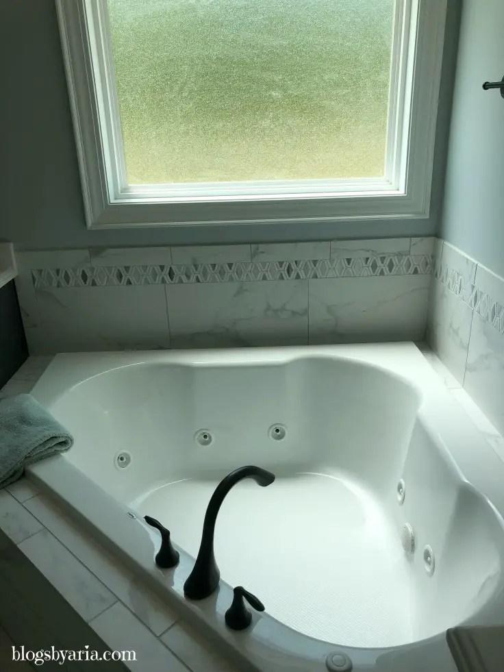 corner jetted tub
