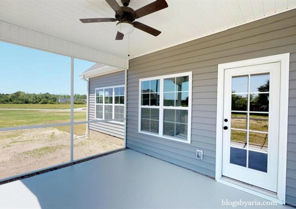 sunroom/screened in porch perfect for outdoor entertaining