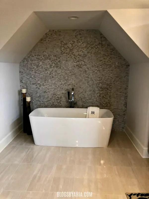 spa like bathtub alcove