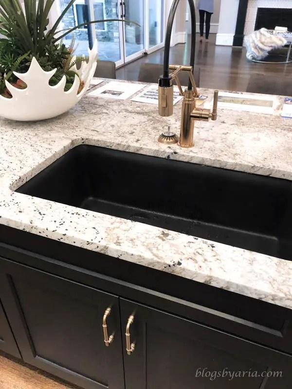 the dark sink makes the countertop pop