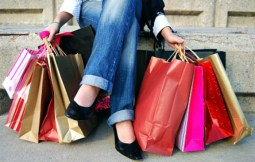 girl-with-shopping-bags