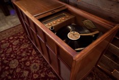 record-player-with-tall-spindle