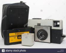 cartridge-camera-with-flash-cubes