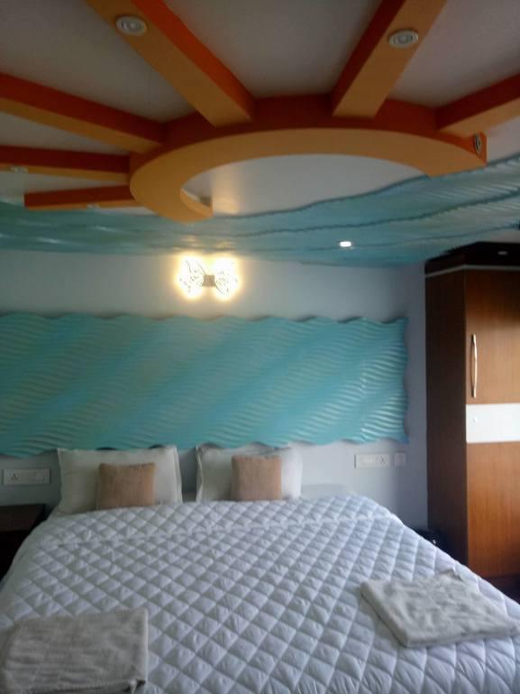 Luxury House Boat