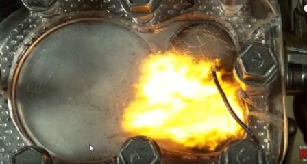 Voir les explosions a l interieur d un moteur à combustion.