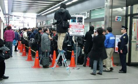 Grandes filas en el lanzamiento Japonés de Nintendo 3DS