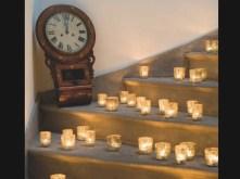 Escadas decoradas com velas