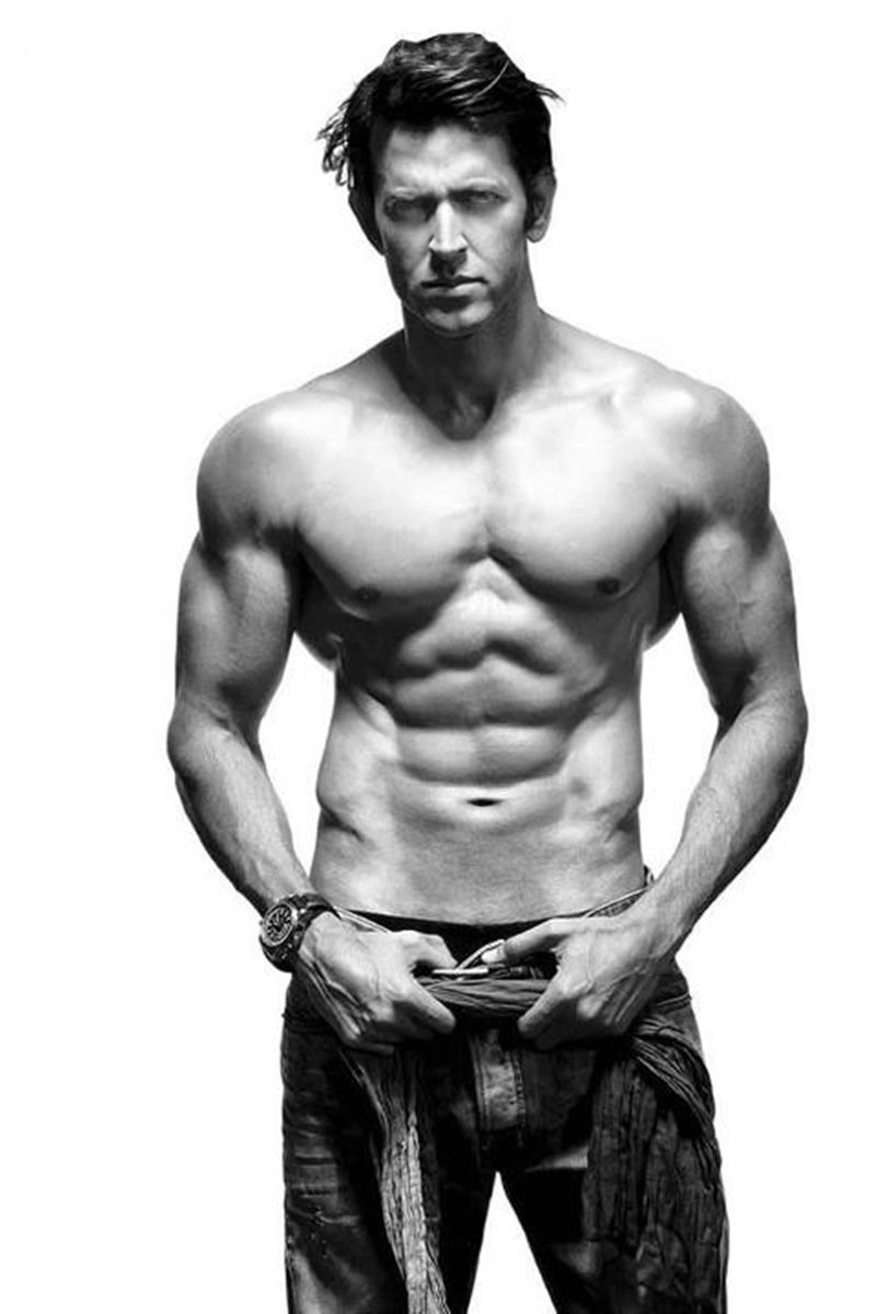 10 Hot Pics of Hrithik Roshan that will get the temperature soaring instantaneously!- Hrithik bnw