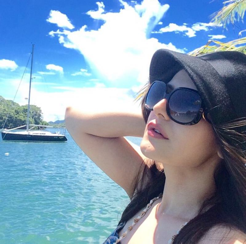 10 Hot Pics of Zareen Khan which prove that curves are super-hot!- Zareen 10