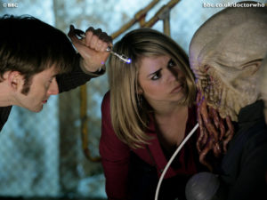 The Tenth Doctor (David Tennant), Rose Tyler (Billie Piper) and The Ood - Doctor Who - Impossible Planet (c) BBC