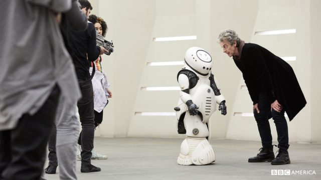 Doctor Who S10 E02 - Smile - Emojibot, The Doctor (PETER CAPALDI) and Bill Pots (PEARL MACKIE) © BBC