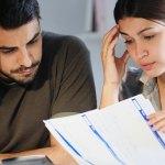 Homme et femme endettés