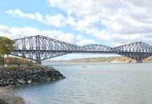 Pont de Québec, vu depuis Lévis