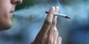 Fumeur avec sa cigarette