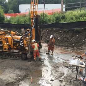 Foreuse pour les tests de sol pour les fondations du terminal de la base.