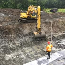 Des pieux seront installés pour soutenir les fondations de la base.