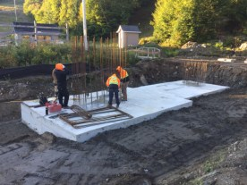 Installation of the reinforcements to pour the concrete pylons that will support the structure.