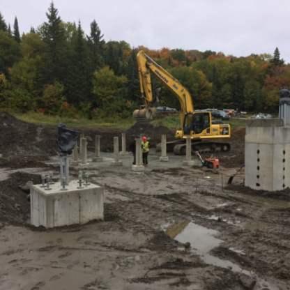 Installation des supports pour le bâtiment aval.