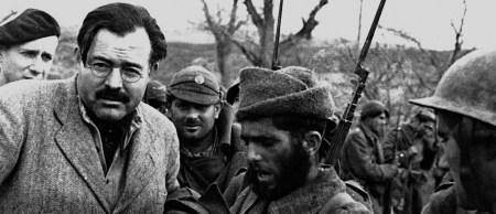 Hemingway en el Frente de Aragón con los soldados republicanos en una