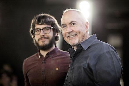 Los guionistas Carlos de Pando y Terence Winter