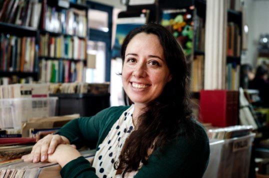 La guionista Susana López Rubio en la librería La Fugitiva de Madrid. Foto © Ana Álvarez Prada
