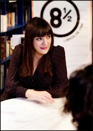 La guionista Gema R. Neira en la librería Ocho y Medio de Madrid.