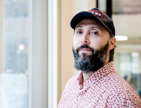 El guionista y novelista Sergio Sarria.