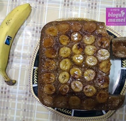 plăcintă răsturnată cu banane