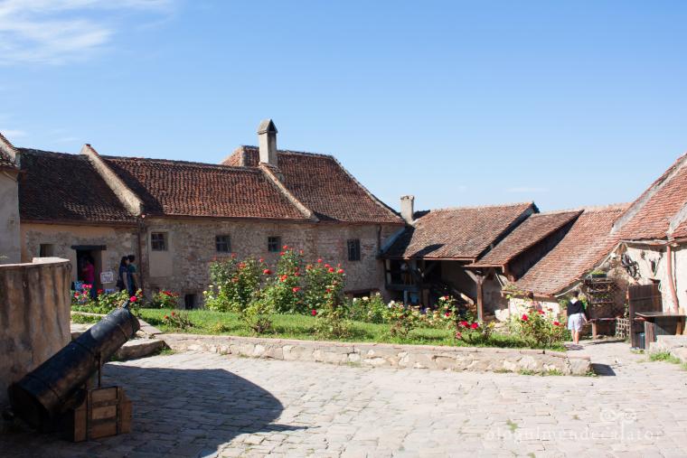 cetatea rasnov-curtea interioara