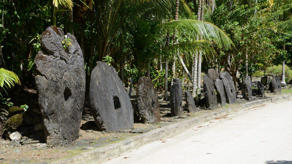 Hasil gambar untuk negara yang menggunakan alat transaksi menggunakan batu