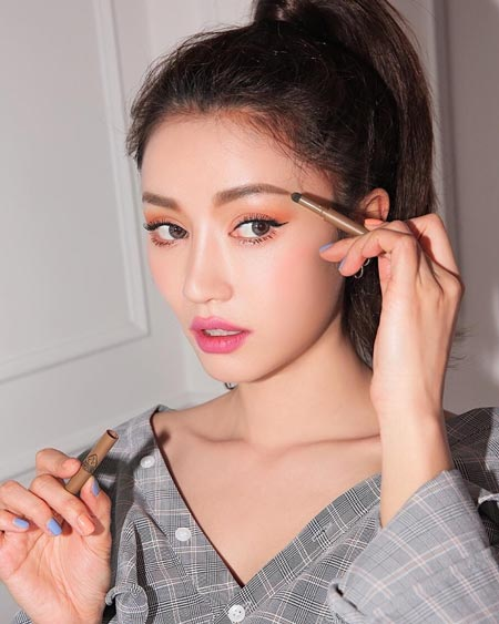 Trend Make Up Korea Di Tahun 2019 - Low Arch Brows
