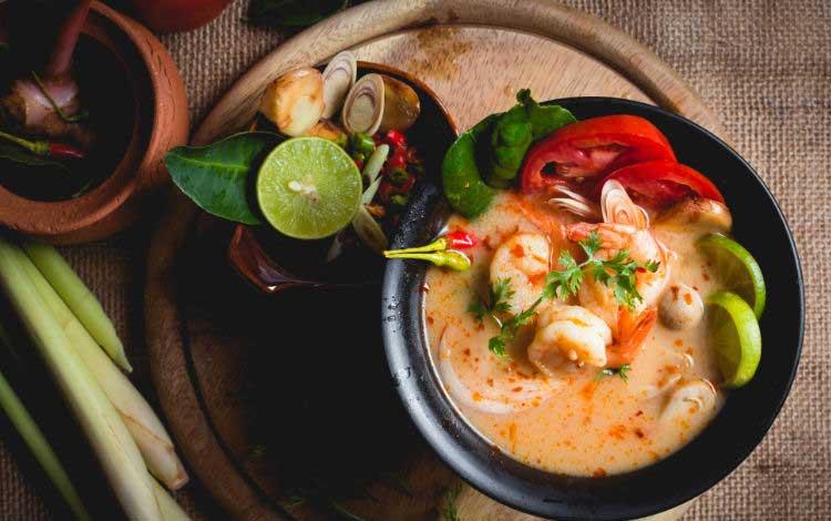 Makan Khas Thailand Yang Enak Dan Cocok Untuk Lidah Orang Indonesia - Tom Yum