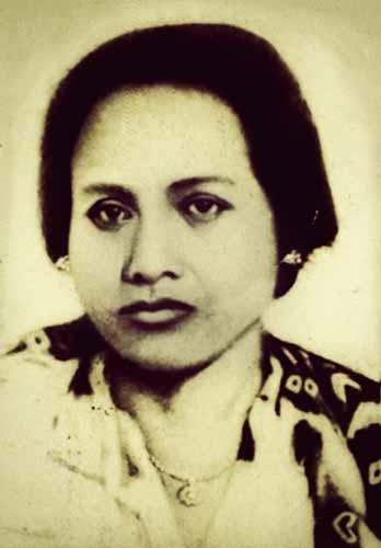 Daftar Lengkap Seluruh Istri Presiden Soekarno - Inggit Garnasih