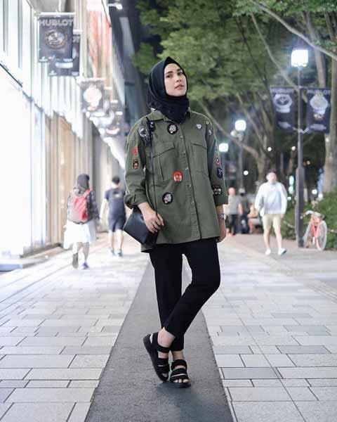 Mix n Match Hijab Terkini Yang Instagramable - Mix n match hijab dengan jaket army
