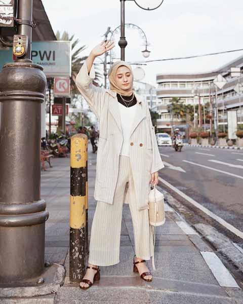 Mix n Match Hijab Terkini Yang Instagramable - Mix n match hijab dengan setelan oversized blazer